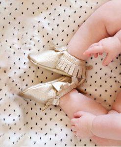 Gouden babyschoentjes mocassin stijl